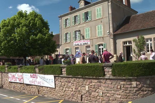Parents et syndicats se sont mobilisés contre la carte scolaire à la Celle-Dunoise.