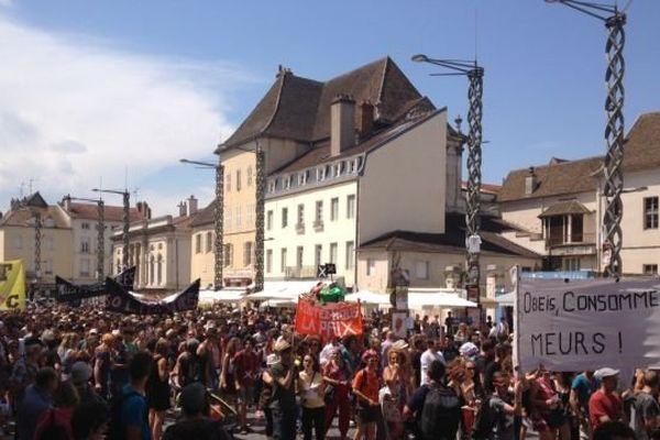 Les intermittents manifestent le 24 juillet place de l'Hôtel de ville à Chalon