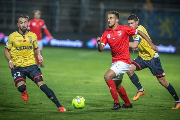 Le Nîmois Rachid Alioui s'est démené mais sans succès. Les Crocos ont fait match nul 0 partout à domicile face à Sochaux. 21/10/2016
