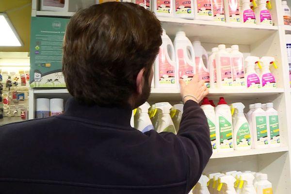 À Périgueux, ce droguiste lance une gamme de produits bio pour la maison