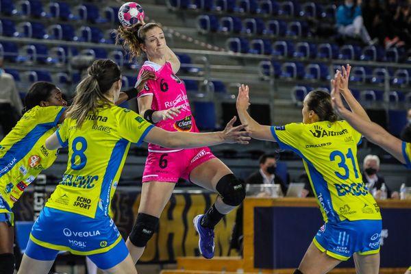 Le 10 avril 2021, les handballeuses brestoises (ici Ana Gros) se sont qualifiées pour le premier Final Four de leur histoire après avoir obtenu le nul  (26-26) contre les Messines au match retour.