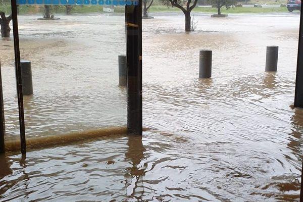 Le supermarché inondé à Esperaza dans l'Aude, après les inondations due au passage de la tempête Gloria. janvier 2020