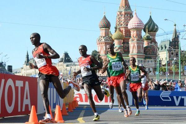 L'Ougandais Stephen Kiprotich, champion olympique 2012, est devenu champion du monde du marathon en 2 h 9 min 9 sec, samedi à Moscou.