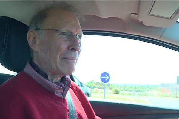 Michel, 77 ans, l'un des 80 seniors participants à ces ateliers routiers, théoriques et pratiques.