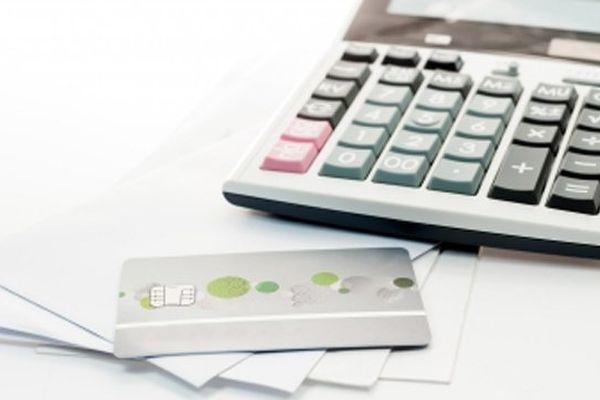La France comptait en 2013 247 605 personnes surendettées. L'endettement moyen s'établit à 38 446 €.