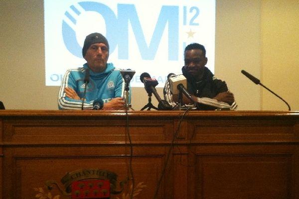 Elie Baup, l'entraîneur, et Steve Mandanda, le gardien de but de l'OM, ont mené la conférence de presse de la journée