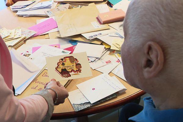 Chaque jour, des centaines de lettres et de petits colis reçus à l'Ehpad la Sainte famille de Marquise