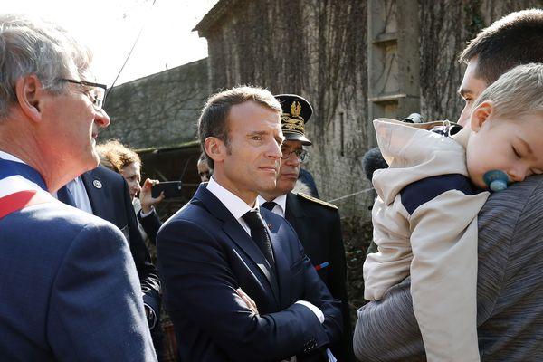 Le président de la République en visite à Villalier auprès des victimes des inondations dans l'Aude en octobre 2018.