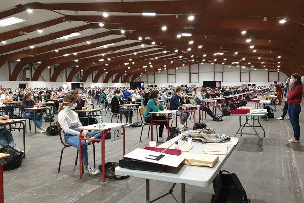 Plus de 1000 candidats se sont réunis pour passer la première épreuve du Paces au parc des expositions de Bruz.