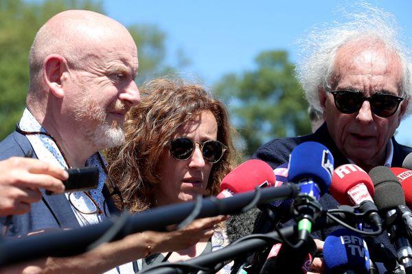 Me Jean-Marc Florand (à gauche) et Me Gilles-Jean Portejoie (à droite) le jour de la reconstitution du meurtre d'Alexia Daval