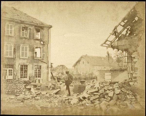 """Les prussiens bombardent Belfort ses environs. Les français rispostent. Les premiers surnommeront d'ailleurs Belfort """"Die toten fabrik"""" : la fabrique de mort !"""