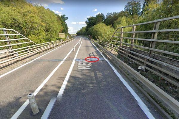 En rouge, le secteur du joint HS sur la voie rapide 52 (VR52, connue également comme RN52 ou E411 (axe européen).