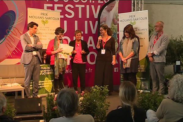 Marie-Louise Gourdon, la commissaire du festival et Isabelle Autissier, navigatrice et présidente de WWF ont remis les prix du livre engagé ce samedi 5 octobre.