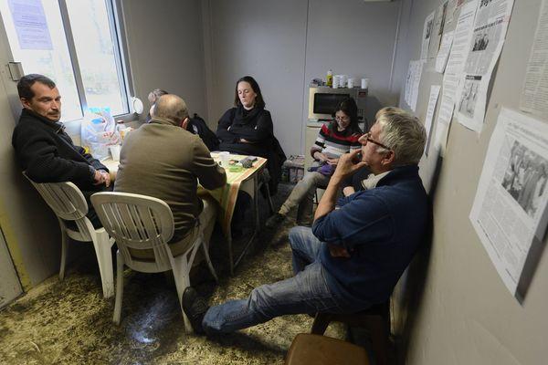 L'attente est longue pour les employés du fabricant d'électroménager FagorBrandt à La Roche sur Yon, une demande de report de la décision du tribunal de commerce de Nanterre, qui doit statuer sur un éventuel rachat de leur entreprise, repousserait l'échéance au 10 avril