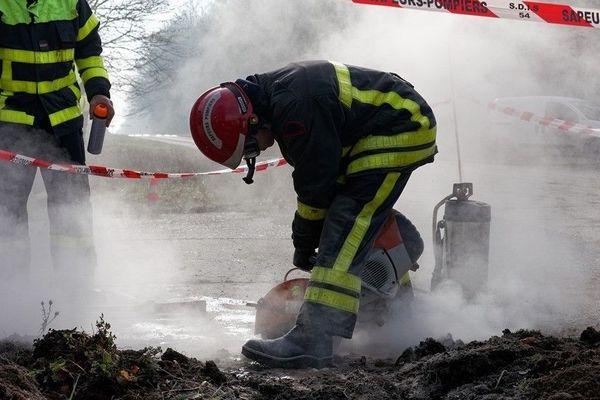 Les pompiers ont du utiliser une disqueuse pour percer la dalle en béton