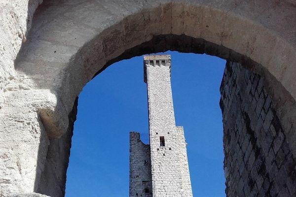 La tour de guet du château de Castelnau-de-Lévis est l'une des plus haute tour médiévale d'Europe