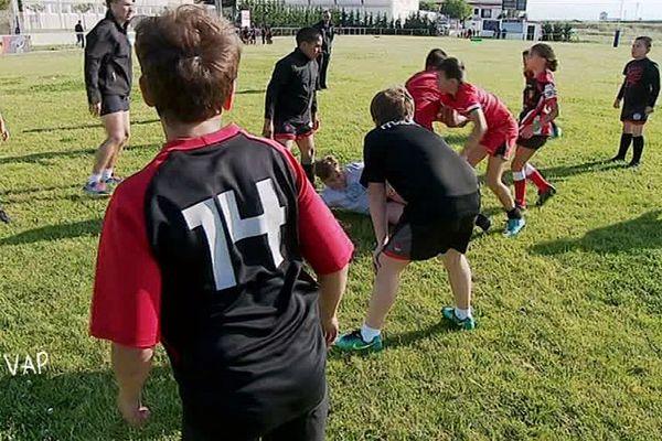 Les enfants de l'école de rugby du quartier du Haut Vernet au nord de Perpignan en plein entrainement.