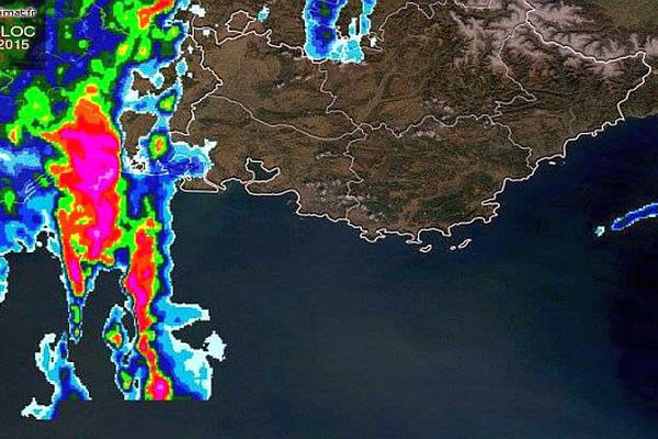 La cellule pluvio-orageuse sur l'Hérault à 15h25, le 12 juin 2015.