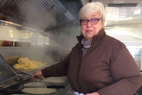 Jacqueline Gibaru travaille dans sa friterie depuis 50 ans. La friterie Jacqueline est devenue une institution à Sedan
