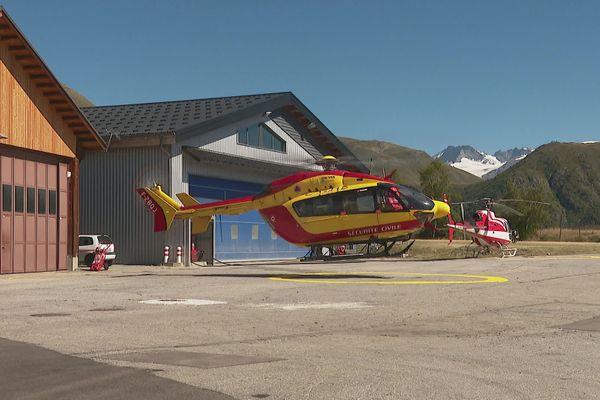 L'hélicoptère de la Sécurité civile à la base du PGHM de Grenoble.