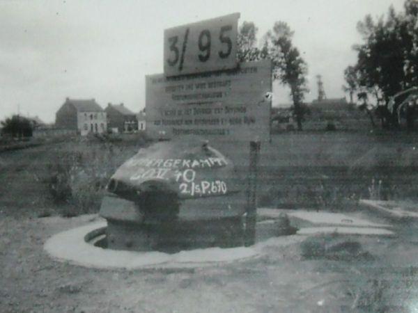 """L'inscription """"vaincu"""" peinte en allemand sur la tourelle du soldat Beaulieux le 20 mai 1940."""
