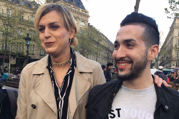 Julia lors du rassemblement en son soutien le 9 avril place de la République à Paris.