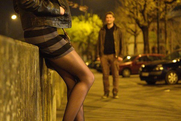 Le confinement rend la situation des prostituées plus précaire encore. Plus dangereuse aussi.