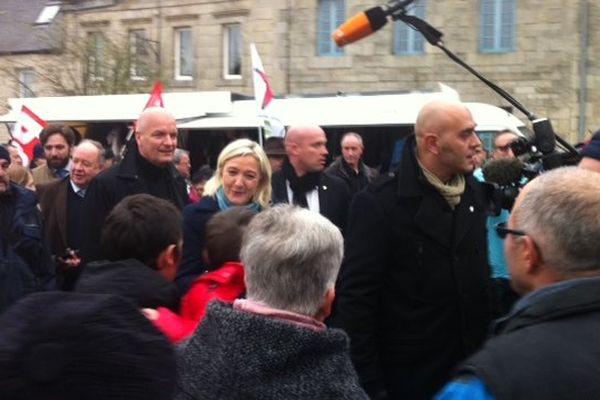 Marine Le Pen en campagne à Guerlesquin (29)