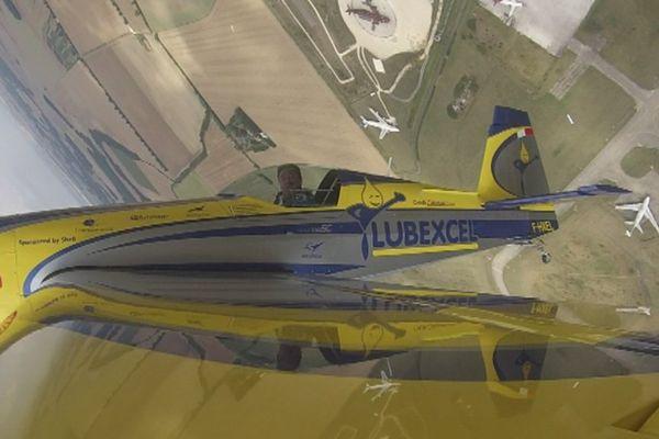 Olivier Masurel en vol, aux commandes de son Extra 330 SC.