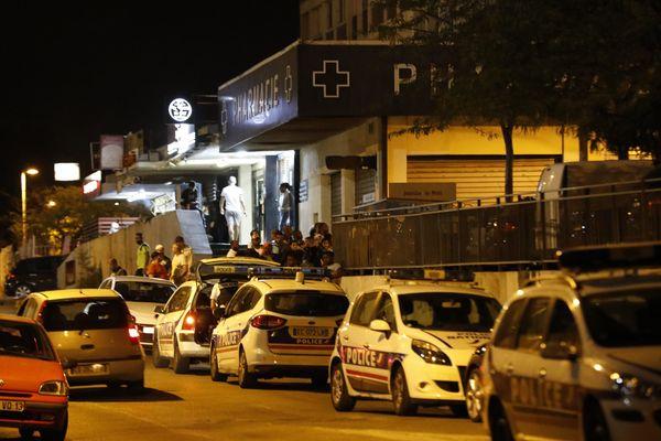 Un homme abattu de tirs de kalachnikov sur le parking du centre commercial de la cité du Mail, dans le 14e arrondissement de Marseille.