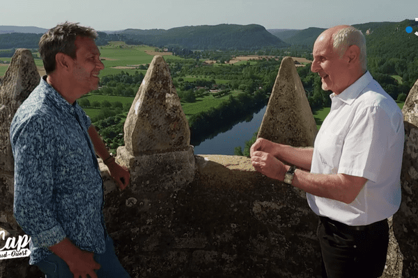 Eric Perrin en compagnie de Michel Testut, au château de Beynac en Dordogne