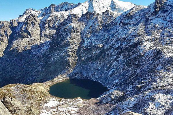 En saison estivale, le lac de Melo accueille jusqu'à 1000 visiteurs par jour.