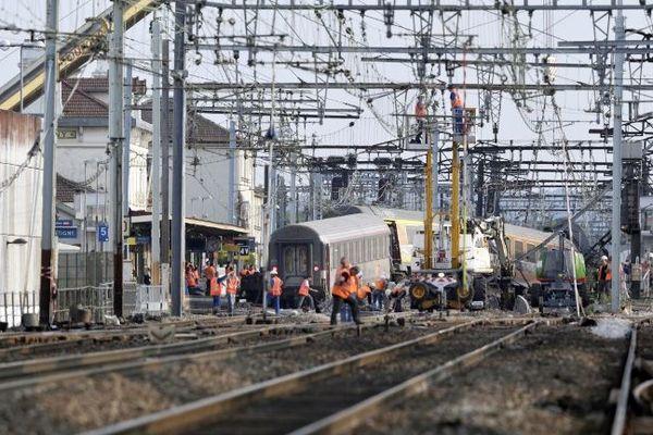 Le train accidenté Paris-Limoges en gare de Brétigny sur Orge le 13 juillet 2013. 7 personnes ont perdu la vie dans l'accident.