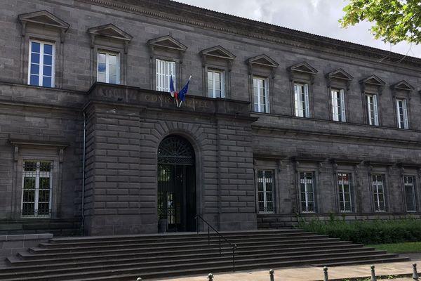 Les principaux agresseurs dans le guet-apens à Saint-Dier-d'Auvergne ont été condamnés à 18 et 12 ans de réclusion criminelle vendredi 1er juin. Les faits s'étaient déroulés en 2016.