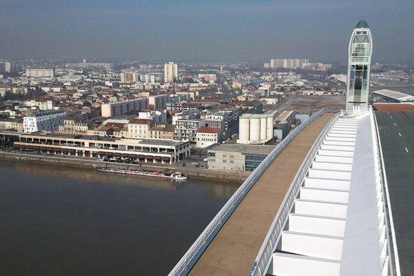 Test de montée de la travée centrale du Pont Chaban-Delmas de Bordeaux, le 28 févier 2013