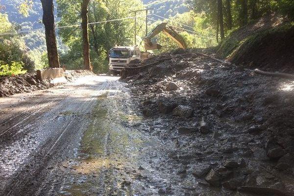 La boue a coupé la route vers Superbagnères