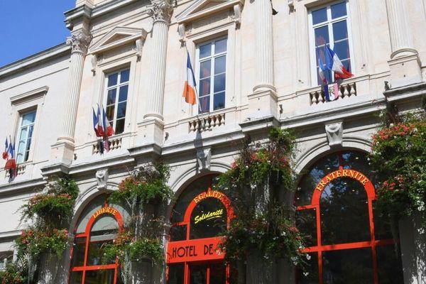 Le débat du second tour des municipales 2020 oppose 4 candidats, interrogés par Paul Satis pour France 3 Rhône-Alpes.