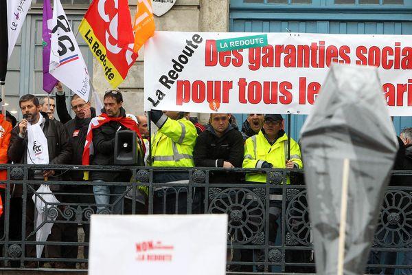 Manifestation des salaries de la Redoute à Lille.