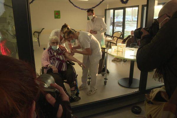 Vaccination contre la covid-19 à l'EHPAD Arnac-Pompadour à Brive