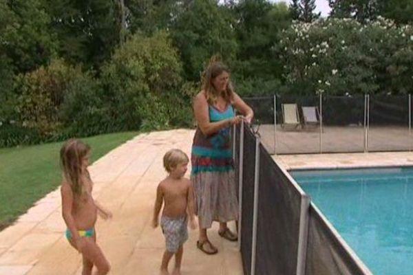 La barrière est un moyen efficace de lutter contre les noyades, mais ne supplée pas la surveillance des parents