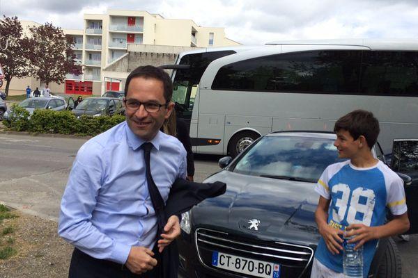 Benoit Hamon était en déplacement de campagne à Angoulême, dans le quartier Basseau ce dimanche 16 avril.