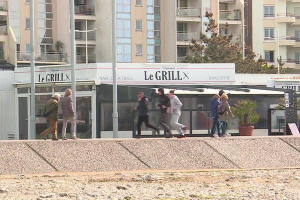 Seule la moitié des restaurants de la plage a rouvert en mars 2021.