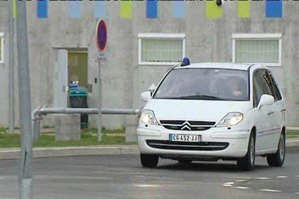 Transfert Jacqueline Sauvage de la prison Orléans-Saran vers le Centre national d'évaluation de Réau (Seine-et-Marne) - 8 février 2016