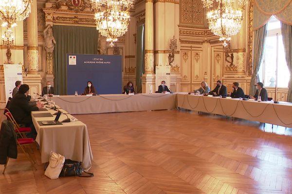 La ministre des Sports, Roxana Maracineanu, en réunion à la préfecture du Rhône avec les dirigeants de l'ASVEL Basket, de l'OL et du Lou Rugby pour discuter d'un retour du public dans les stades. Lyon serait une ville-test.