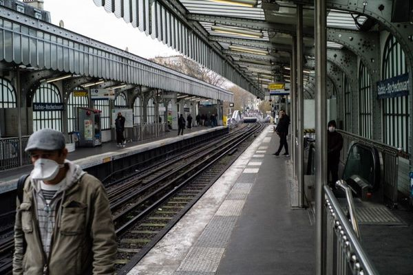 Le quai presque vide du métro parisien à la station Barbès – Rochechouart, ce mercredi 18 mars (illustration).