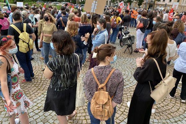 Les psychologues manifestent devant la préfecture à Rouen