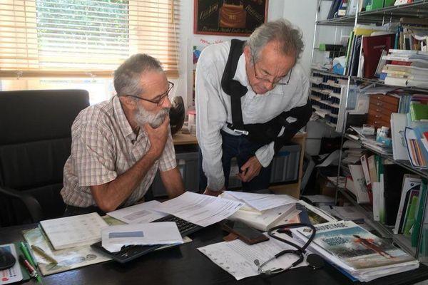 Le docteur Taveau (à droite) cherche un nouveau remplacant. Le Docteur Boiteux (à g.) fait un intermède pour le mois de juillet