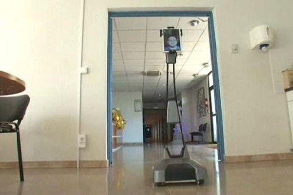 Le robot Ubbo développé par la société Axyn  Robotique à Meyreuil est promis à un bel aveir.