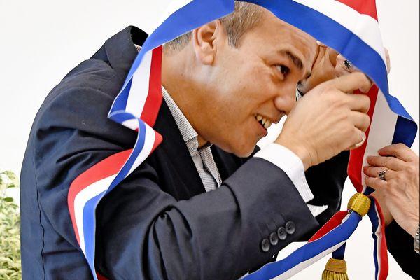 Le maire de Givors, Mohamed Boudjellaba, avait reçu plusieurs lettres d'insultes racistes et de menaces graves, peu après son élection.