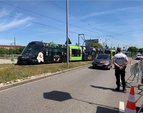 """Le tram D repart en France, avec ses passagers """"autorisés"""" à traverser la frontière"""